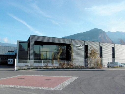 Gestion écologique des espaces verts pour l'usine de décolletage Lathuille Hudry à Bonneville